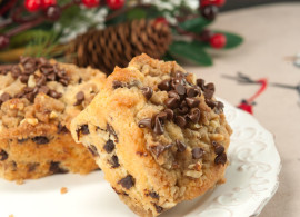 Chocolate Chip Crumb Cakes | afoodieaffair.com