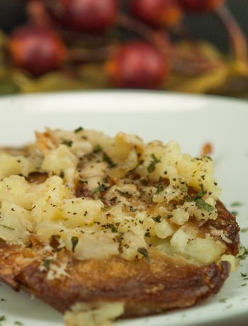 Garlic Smashed Potatoes | afoodieaffair.com